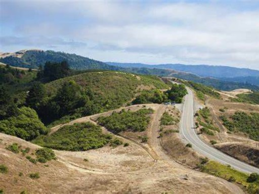 A traffic-free Skyline Boulevard at the crest of the Santa Cruz Mountains